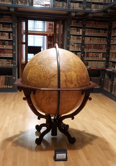 Foto del globo terrestre restaurato